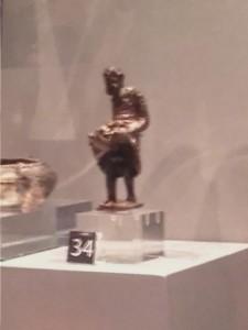 Ein exhibitionistischer Satyr im Schlossmuseum Colchester.
